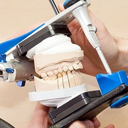 Model smile in mechanical teesting system